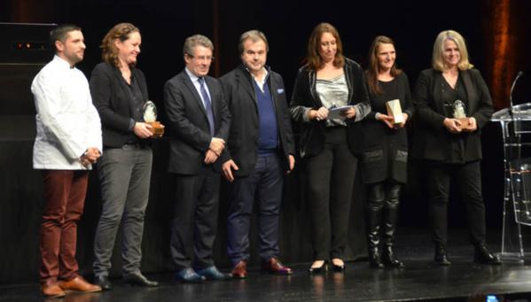 Les lauréats avec Pierre Hermé (au centre) et Antoine Audi (à sa gauche) maire de Périgueux - © D. Raynal