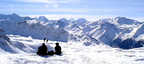 Vue panoramique sur les sommets de 4000 m depuis la région de St Luc dans le Val d'Anniviers - © OT du Valais