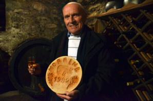 """André Melly présente un """"fromage des morts"""" - © David Raynal"""