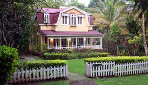 La demeure coloniale qui a abrité le Prince Charles et Camilla lors de leur dernière visite sur l'île - © D. Raynal