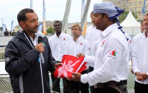 Son Altesse Sayyid Tarik bin Shabib Al Said et l'équipier Khamis Al Anbouri - Photo D. Raynal