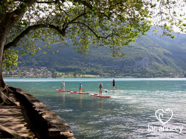 Paddle sur le lac - © Lac Annecy Tourisme - G. Blin