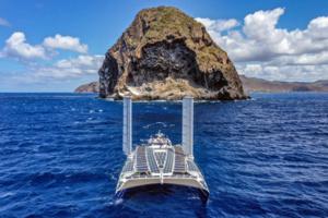 Energy Observer arrive en Martinique devanr le rocher du Diamant - © George Conty