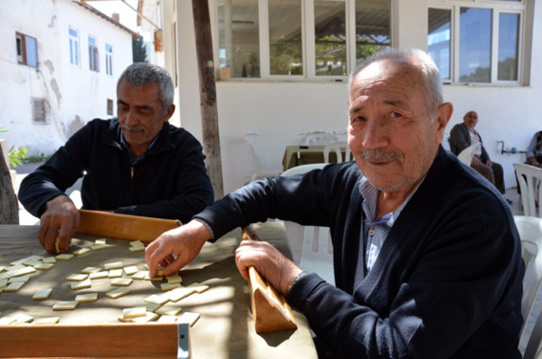 Joueurs de backgammon à Alaçatı - © David Raynal