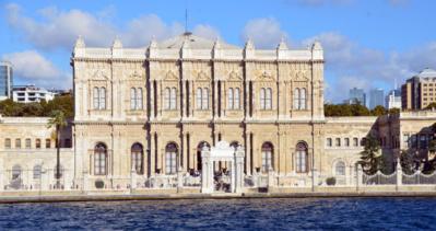 Le palais de Dolmabahçe est aussi celui de la démesure. D'une superficie de 45 000 m², il comporte 285 pièces, 44 salles, 6 hammams et 68 cabinets de toilette - © David Raynal