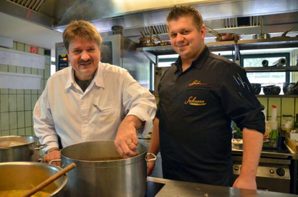 Jörg et Nico Sackmann chef du restaurant Schlossberg - © David Raynal