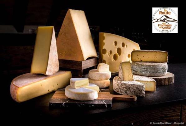 Beau plateau de fromages savoyards - © Savoie-Mont-Blanc /Durantet