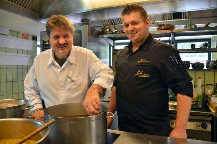 Jörg et Nico Sackmann en cuisine - © D. Raynal