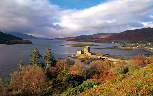 Eilean Donan castle Highland - © VisitScotland