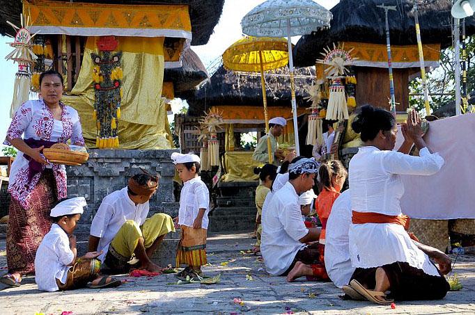 Cérémonie bouddhiste sur l'île de Bali © O.T. Wonderfull Indonesia
