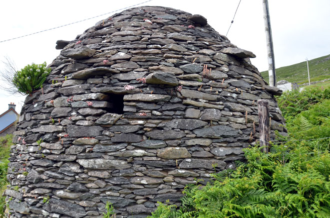 Beehive hut, édifice en pierre sèches - © D. Raynal