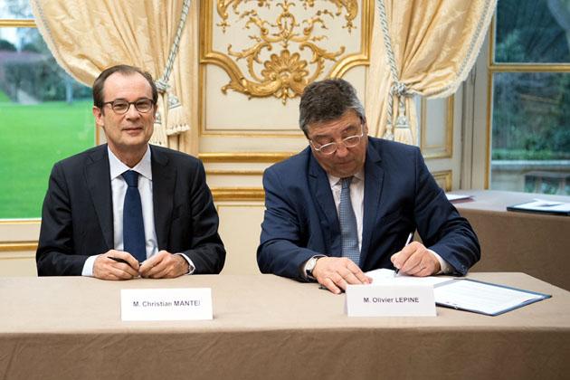 Christian MANTEI, DGl d'Atout France et Olivier LEPINE, conseiller technique auprès du Maire de Biarritz - © Benoit Granier / Matignon.