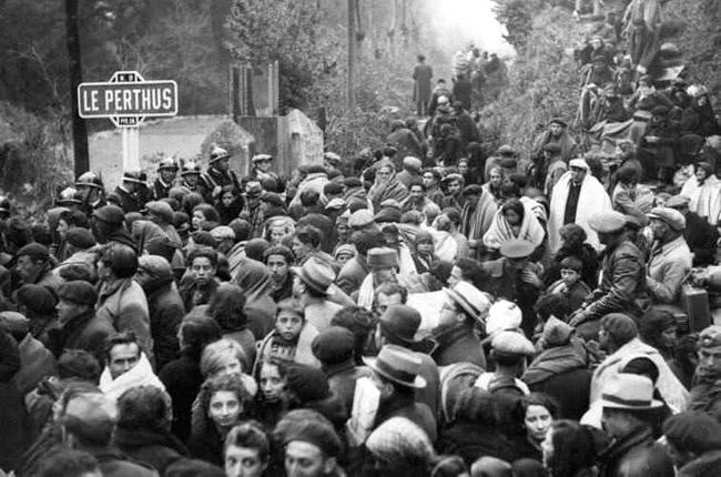 Près de 500 000 personnes qui franchissent en ordre désordonné les Pyrénées -  © DR
