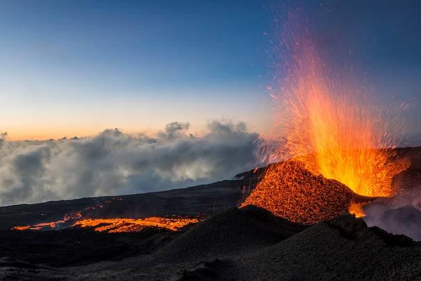 Eruption nocturene du Piton de la Fournaise © IRT Luc Perrot