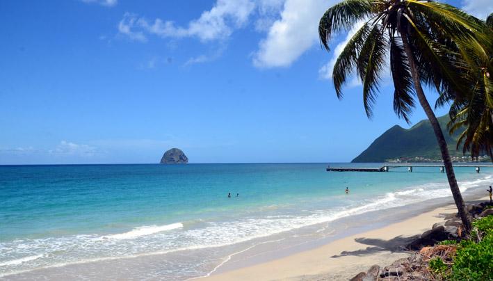 La Caraïbe, région invitée du FIG (vue de la plage et du rocher Diamant en Martinique) - © D. Raynal