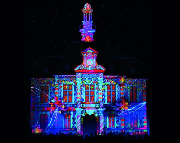 Un passé mis en lumières sur la façade de l'Hôtel de Ville de Commentry - © DR