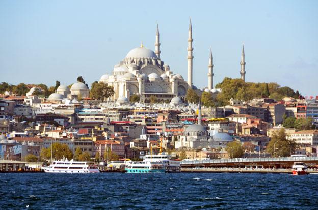 Istanbul, le Bosphore et la mosquée Süleymaniye, conçue par l'architecte Sinan pour le sultan Soliman le Magnifique et construite de 1550 à 1557.  - © David Raynal