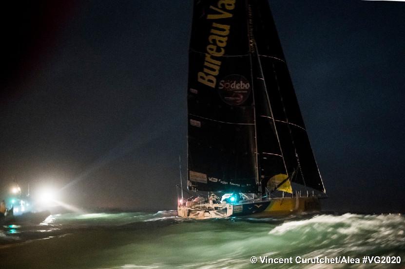 A l'arrivée dans la nuit noire aux Sables d'Olonne © Vincent Curutchet/Alea
