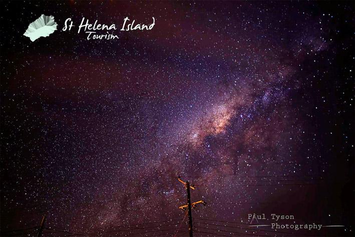 Dépourvue de pollution lumineuse, l'île permet d'observer quasiment toutes les constellations du ciel - © Paul Tyson