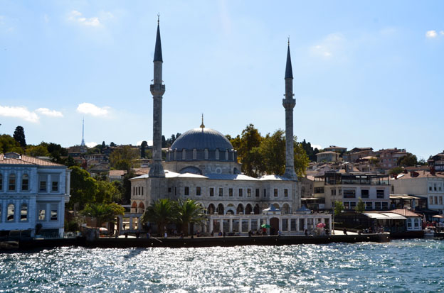 Le détroit du Bosphore, qui sépare la ville en deux et relie la mer Noire à la mer de Marmara est l'un des symboles d'Istanbul - © David Raynal