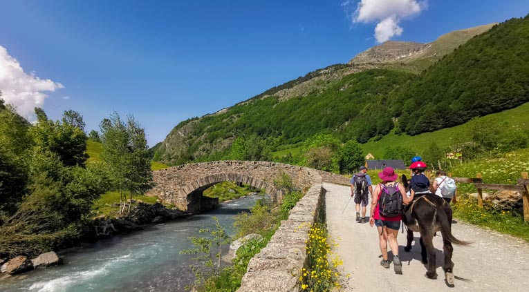 Parcourez les chemins muletiers pour une découverte paisible de la région - © Dominique Marché