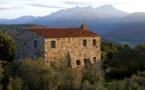 Maison A Liccia sur fond de la montagne Di Cagna © Camille Moirenc/Murtolli