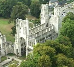 Abbaye de Jumièges : des ruines naît l'élégance